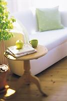ソファとサイドテーブル
