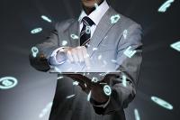 タッチパネルを操作するビジネスマン