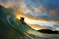 ハワイ マケナ 夕焼けとサーフィン