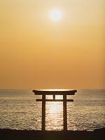 茨城県 大洗海岸 神磯の鳥居と朝日