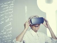 VRを見る男性