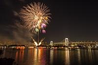 東京都 東京湾にあがる花火