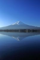 山梨県 河口湖から望む逆さ富士