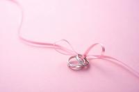 結婚指輪とリボン