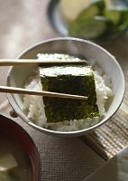 海苔をのせたごはん 和食