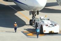 作業車と飛行機