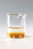 コーヒーシュガーが水に溶ける様子 B12-5