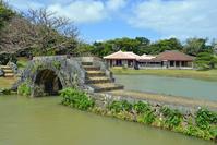 沖縄県 識名園の御殿と石橋 心字池