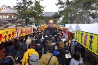 京都府 北野天満宮 初詣の長蛇の列と楼門