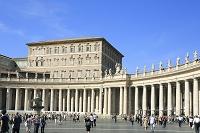 イタリア ヴァチカン市国 サン・ピエトロ寺院のカトリック聖人...