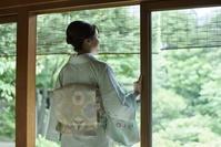 着物を着た日本人女性