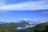 神奈川県 富士山と新緑の箱根 芦ノ湖