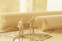 家と図面と人物の模型   (ペーパークラフト)