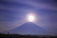 静岡県 朝霧高原から望む月光パール富士