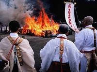 東京都 高尾山火渡り祭