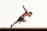 短距離走の陸上競技選手 スタート