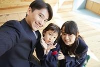 笑顔の日本人家族