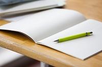 勉強机と筆記用具