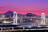 東京都 富士山とレインボーブリッジの夜景