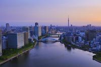 東京都 隅田川 永代橋と東京スカイツリー