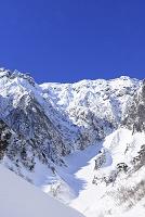 群馬県 谷川岳 雪景色の一の倉沢の大岩壁