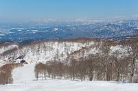 長野県 野沢温泉スキー場より日本海方面を眺める