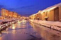 北海道 小樽運河の夜景と小樽雪あかりの路