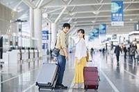 旅行に出かける日本人カップル