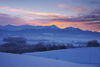 北海道 千望峠の朝と十勝岳連峰