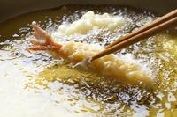 天ぷらを揚げる 日本の食