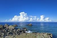 鹿児島県 前浜海岸と積乱雲と沖縄本島