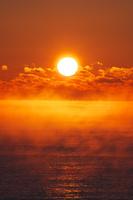 北海道 日の出と海とけあらし