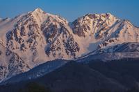 朝焼けの白馬鑓ヶ岳と杓子岳