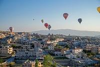トルコ カッパドキア ギョレメ 早朝の熱気球