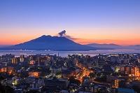 鹿児島県 城山展望台から桜島の夜明け