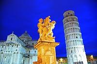イタリア トスカーナ州 ピサ ピサのドゥオモ広場  ピサの斜塔