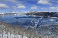 北海道 凍る摩周湖