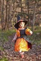 ハロウィンの衣装を着た女の子