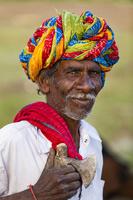 ターバンを巻いたインド人男性