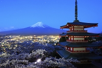 山梨県 未明の富士山と桜咲く忠霊塔
