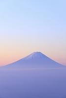 山梨県 山梨市 乙女高原 朝焼けの富士山と雲海