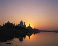 インド タージ・マハルとヤムナー河