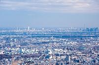 景信山からのぞむ東京スカイツリーと池袋サンシャイン