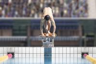 スタートを待つ男子水泳選手