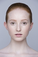 若い外国人女性の顔