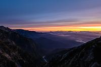 唐松岳山頂から見る朝焼けの雲海