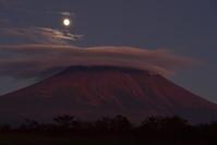 静岡県 雲と月と富士山