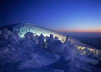 山形県・蔵王 樹氷のライトアップ