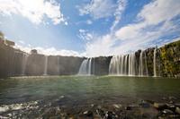 大分県 秋晴れの下の原尻の滝