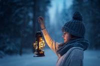ランプを持つ外国人の女の子